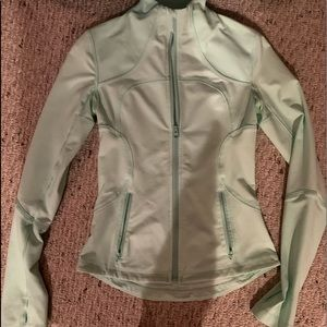 LULULEMON JACKET!!  SIZE 4 COMMENT OFFERS